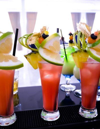 drinki_rozowe_na_barze